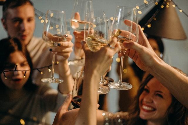 تعلم اللغات عبر شرب الكحول