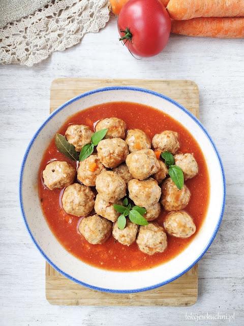 Pulpety gotowane w sosie pomidorowym przepis