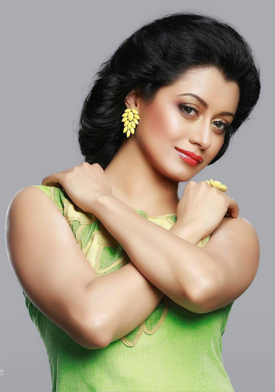 Reenu Mathews latest hot photos from Mathrubhumi Star n ...