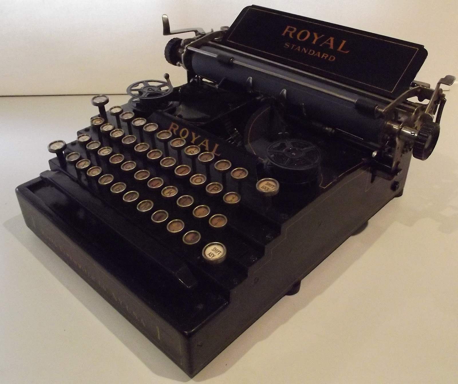 oz Typewriter: The Sorry Saga of the Royal Standard 1 Typewriter