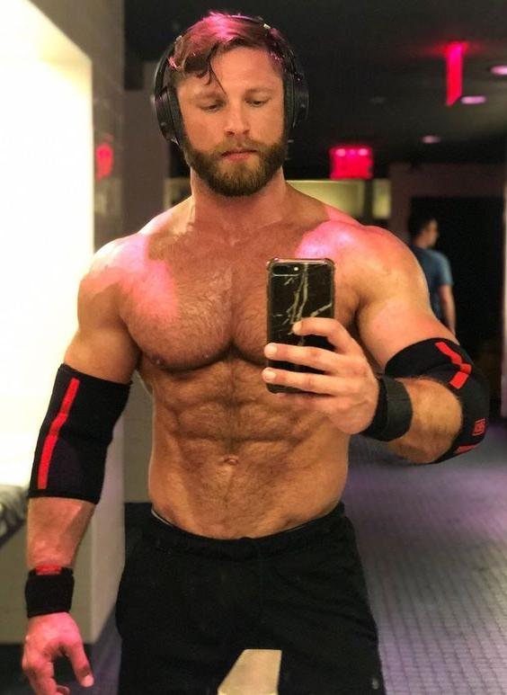 bearded-gay-top-daddy-hairy-chest-dilf-muscle-animal-beast-