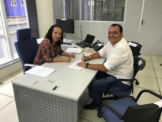 Prefeito Roberto do Posto assina convênio que visa beneficiar estradas da zona rural de Governador Newton Bello