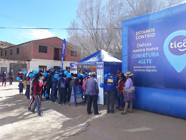 Heute wurde der neue Telefon - und Internetdienst in Esmoruco eröffnet. Die Jugend bekam eine SIM Karte geschenkt und die ganz Kleinen aus der Grundschule erfreuten sich über die blauen Luftballons.