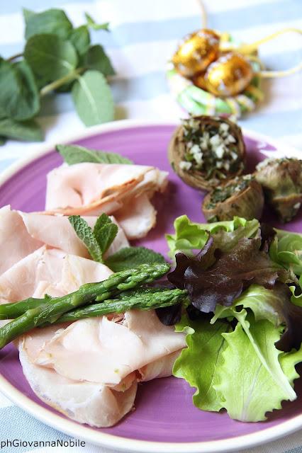 Carrè di maiale Lenti con contorno di asparagina, carciofini farciti