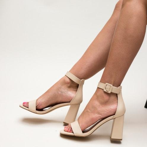Sandale moderne bej cu toc gros si barete late