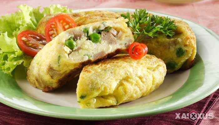 Resep cara membuat omelet bakso