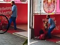 Gadis Kecil Jaga Adik Tidur di Keset Supermarket, Aksi Pria Ini Bikin Publik Terharu