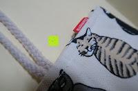 Logo: Damero Rollentasche für Gelstift Schreibzubehör gerollter Halter mit Leiwand für Buntstift Reiseorganisator-Beutel für Künstler, Mehrzweck (keine Bleistifte im Lieferumfang enthalten), 48 Löcher, Katzen
