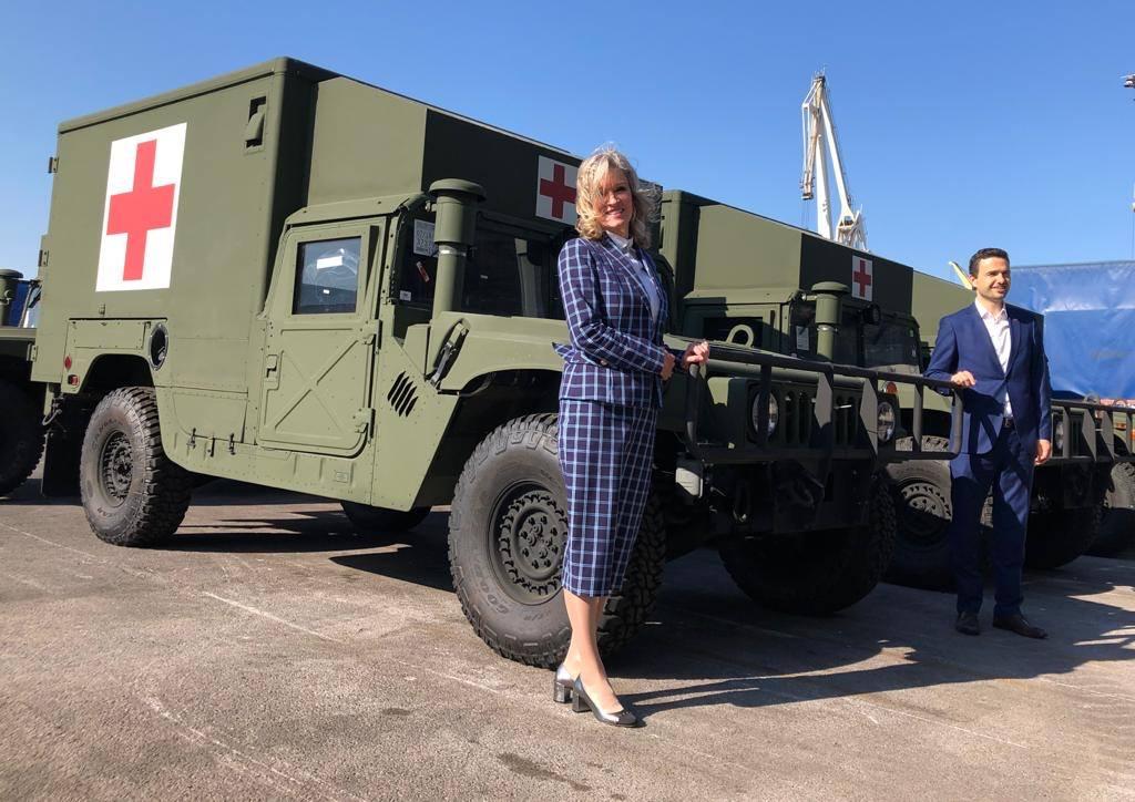 США подарували Словенії медичні Humvee