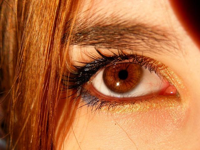 आँखें है अनमोल - ऐसे रखें अपने नेत्रों को स्वस्थ