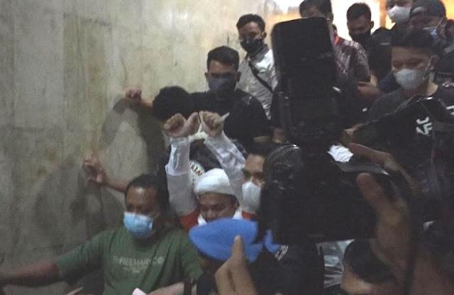Polisi Tahan Rizieq Shihab di Rutan Polda Metro Jaya.lelemuku.com.jpg
