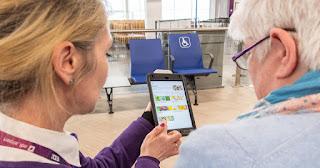 O Aeroporto de Edimburgo está testando atualmente um serviço de pedidos móveis, permitindo que os passageiros com mobilidade reduzida solicitem alimentos e bebidas com facilidade.