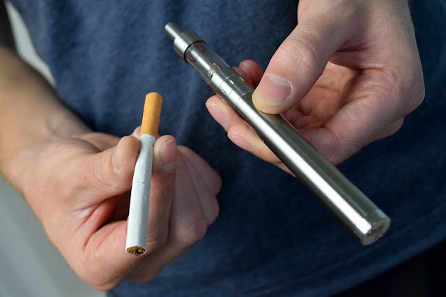 Vape dan Rokok Lebih Aman Mana? Simak Faktanya di Bawah Ini