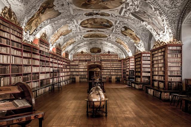Sala teológica, Biblioteca del Monasterio de Strahov :: Canon EOS5D MkIII | ISO1600 | Canon 17-40@40mm | f/4.0 | 1/30s