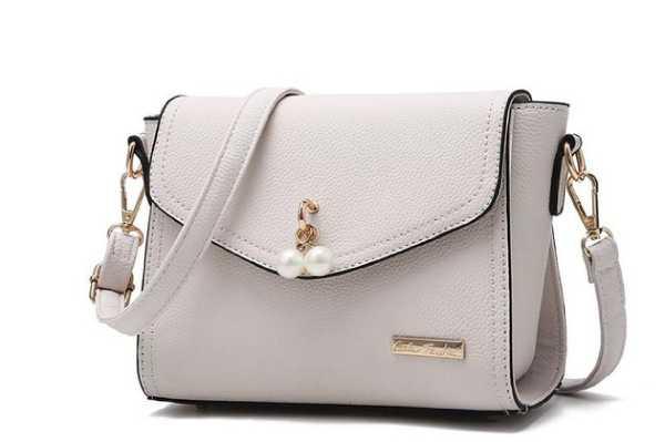 حقائب اليد ذات الحجم المتوسط