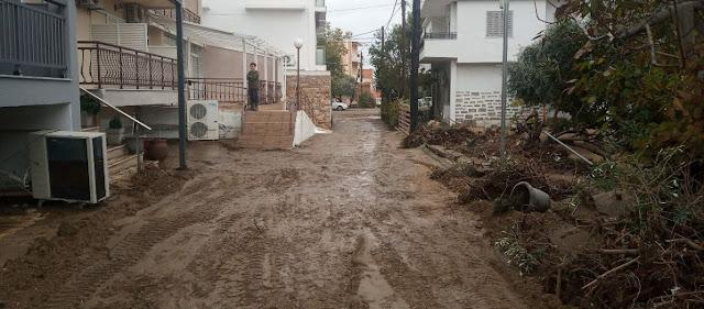 «Άνοιξαν» οι ουρανοί στη Θάσο: Πλημμύρες με διάσωση 4 ανθρώπων