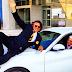 Ψινάκης: Ανέβηκε στο καπό του αυτοκινήτου του Μπουτάρη και τρέλανε το Instagram (photo)