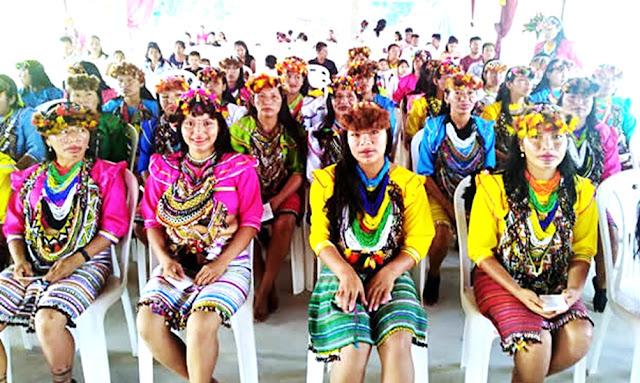Maestras de la etnia shawi de la región Loreto