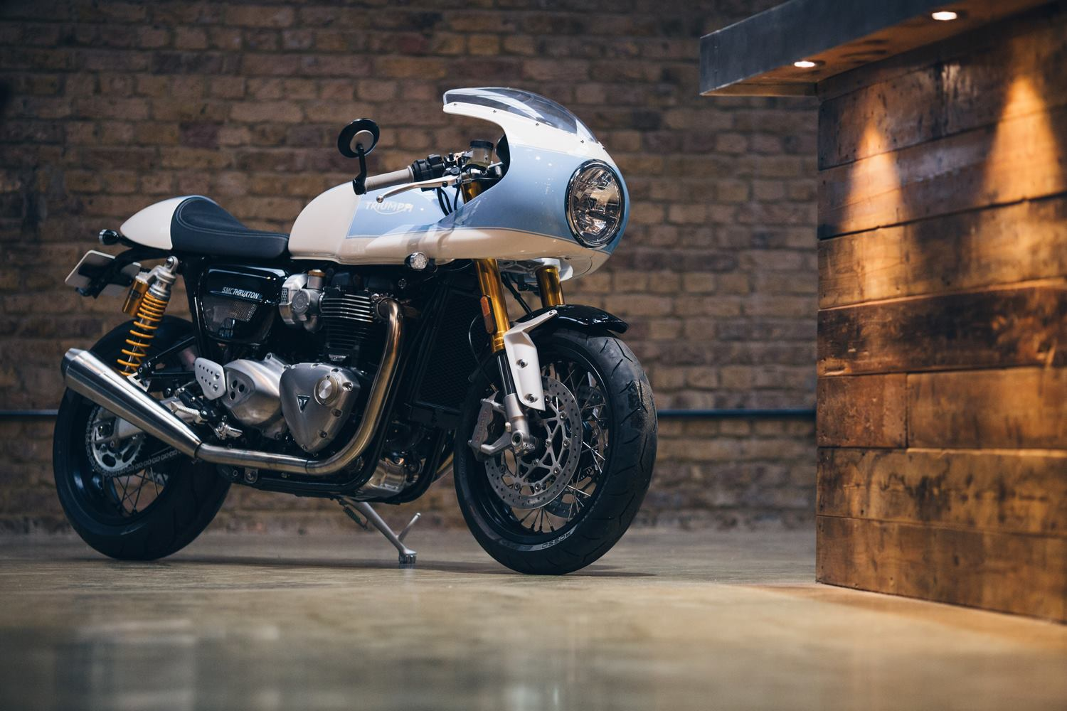 racing caf triumph thruxton r 1200 by standard motorcycle co. Black Bedroom Furniture Sets. Home Design Ideas
