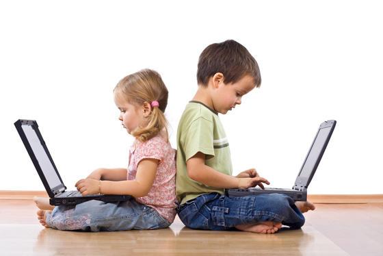Πέντε επιπτώσεις που έχουν οι οθόνες στον εγκέφαλο ενός παιδιού