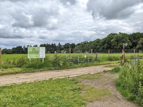 The junction where Harpenden Rural bridleway 1 meets the permissive path