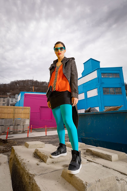 turquoise tights outfit, turquoise wayfarers, thredup