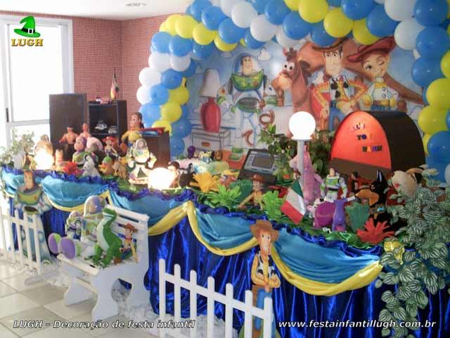 Decoração de aniversário tema Toy Story para festa infantil masculina - Mesa tradicional luxo de tecido - pano