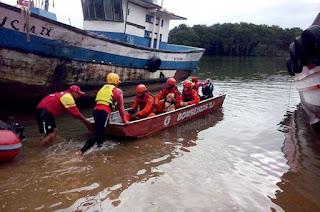 http://vnoticia.com.br/noticia/2934-corpo-de-bombeiros-localiza-cadaver-de-homem-no-rio-paraiba-do-sul-em-atafona