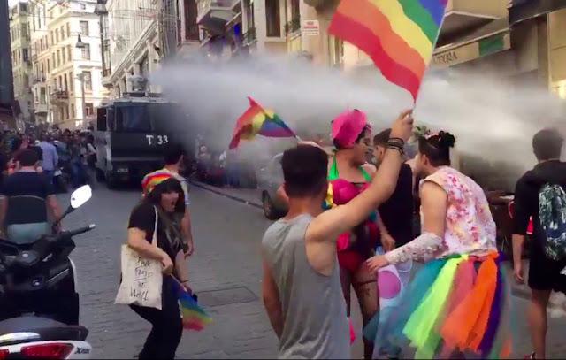 Δακρυγόνα και συλλήψεις στο Gay Pride στο κέντρο της Κωνσταντινούπολης (βίντεο)