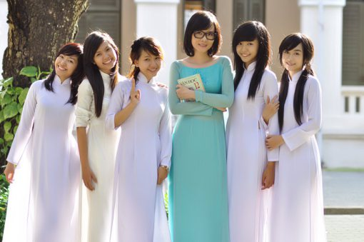 sexy-model-group-ao-dai
