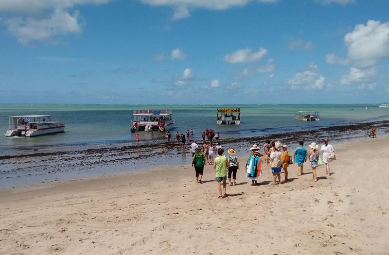 Praia do Poço: catamarã Areia Vermelha