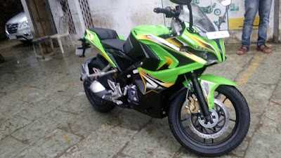 Bajaj Pulsar RS 200 green HD Image