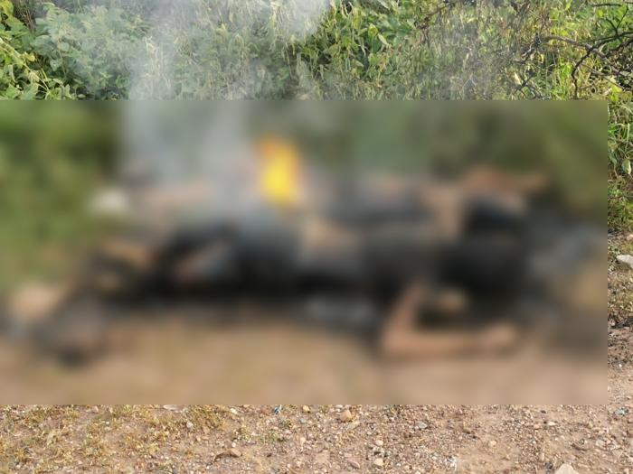 Encuentran en camino de terracería en Culiacán; Sinaloa los cuerpos de dos mujeres, torturadas y consumiéndose por el fuego
