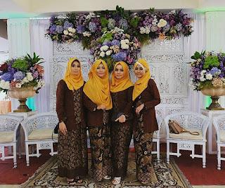 Kebaya Kombinasi Batik