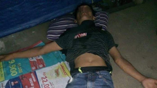 Tergeletak Di Tepi Jalan, Penjual Sandal Keliling Ini Pingsan Akibat Kelaparan