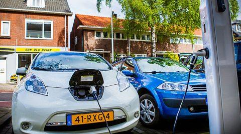 هولندا تعطي أكثر من 4 آلاف يورو لمن يريد شراء سيارة كهربائية