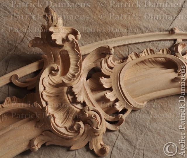 Custom wood carvings and wooden ornaments for frames and mirrors | Unique handmade mirrors from our sculpture workshop