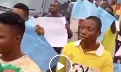 2 Killed In Ozoro, As Youths Protest Over Extortion From POS-Wielding Policemen (Video)