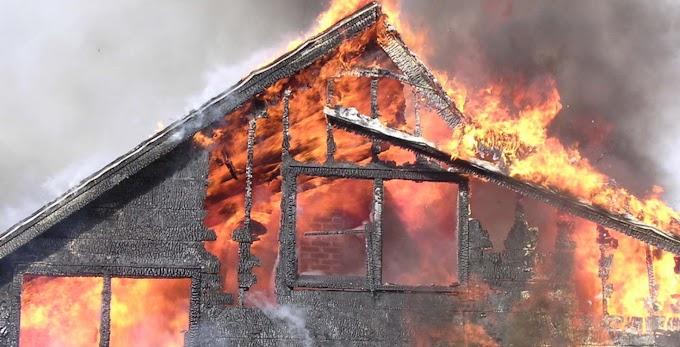 Villám csapott a házba, porig égett