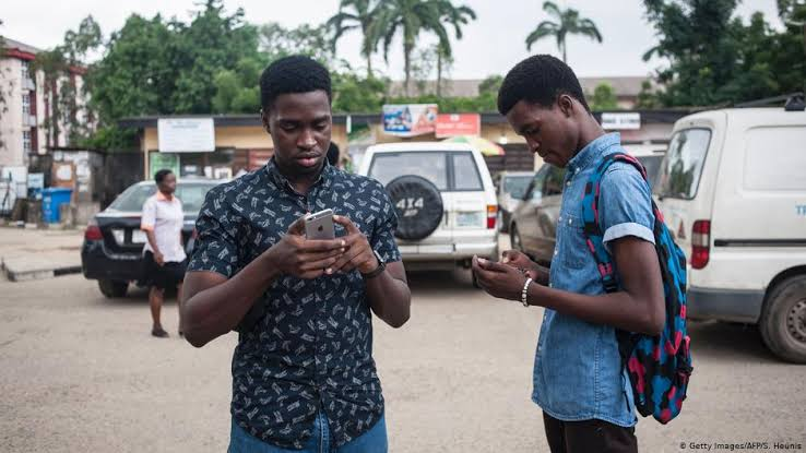 How Apps on Mobile Phones Are Changing Zimbabwe's Talk Radio ...