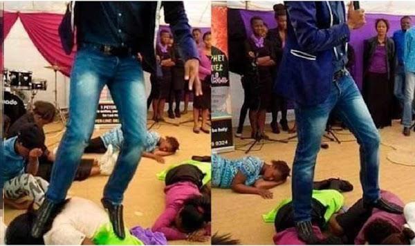 "Pastor evangélico camina sobre niños porque asegura ser ""un santo"""