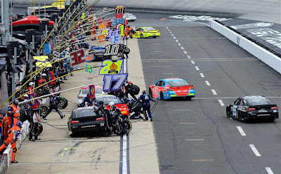 Rain Postpones #NASCAR #MENCS Race till Monday