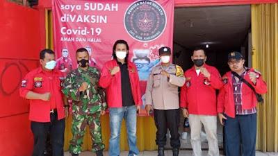 Polres Karawang Bersama Pemuda Batak Bersatu (PBB) DPC Kabupaten Karawang, melaksanakan Vaksinasi di kantor sekretariat DPC Pemuda Batak Bersatu