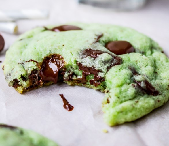 Mint Chocolate Chip Cookies #desserts #sweets
