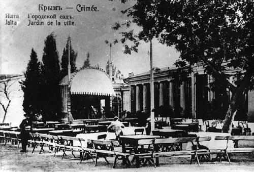 Театр в ялтинском городском саду