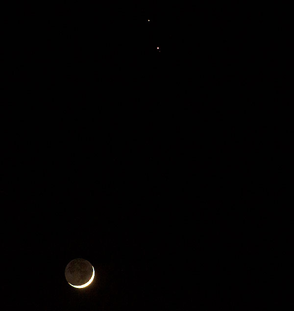 Crescent moon with Jupiter and Saturn in 125 mm telephoto image (Source: Palmia Observatory)
