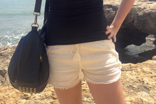 TheBlondeLion Travel Look Albufeira Algarve Shorts Beach Halfbun Topknot http://www.theblondelion.com/2015/05/travel-look-albufeira-beach-walk.html