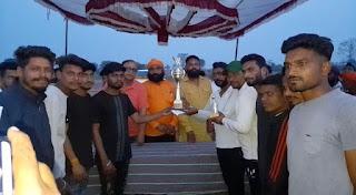 सिंघाना क्रिकेट क्लब के तत्वाधान में 8 दिन डे टेनिस बोल टूर्नामेंट का समापन हुआ