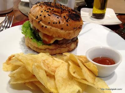 Está Chovendo Hambúrguer - D'A Gostim Café & Empório