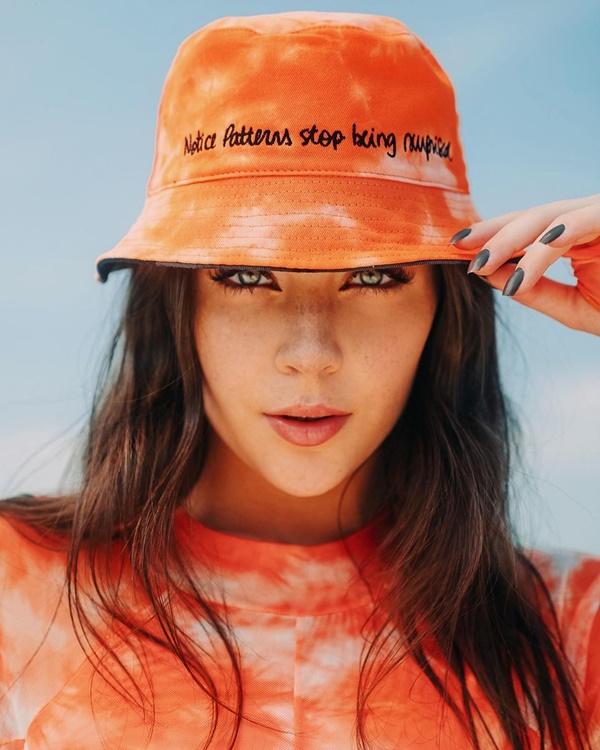 chapéu modelo boca rosa